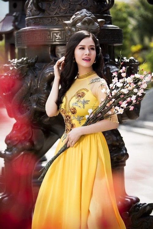 Nhật Kim Anh đẹp rạng rỡ dưới nắng xuân-1