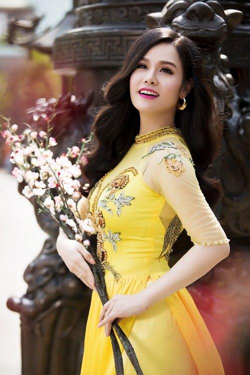 Nhật Kim Anh đẹp rạng rỡ dưới nắng xuân-3