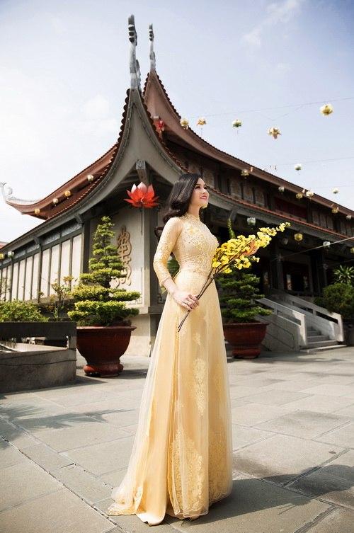 Nhật Kim Anh đẹp rạng rỡ dưới nắng xuân-4