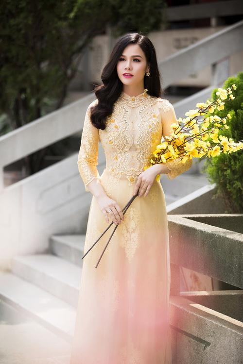 Nhật Kim Anh đẹp rạng rỡ dưới nắng xuân-6