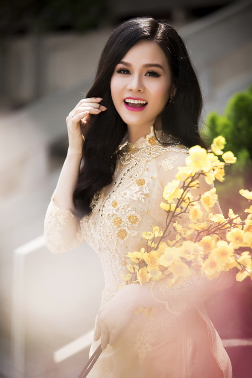 Nhật Kim Anh đẹp rạng rỡ dưới nắng xuân-7