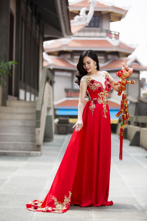 Nhật Kim Anh đẹp rạng rỡ dưới nắng xuân-9