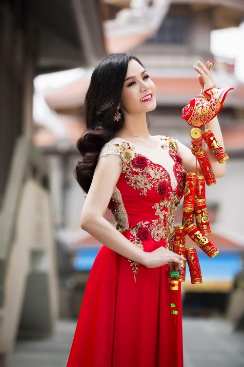 Nhật Kim Anh đẹp rạng rỡ dưới nắng xuân-10