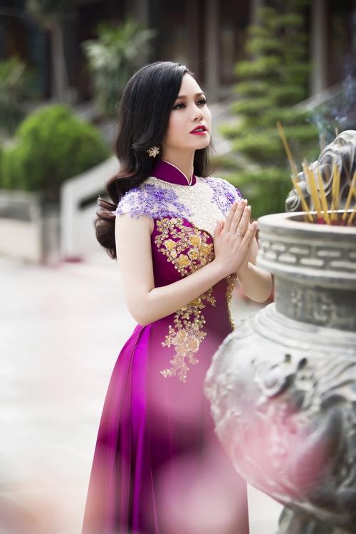 Nhật Kim Anh đẹp rạng rỡ dưới nắng xuân-11
