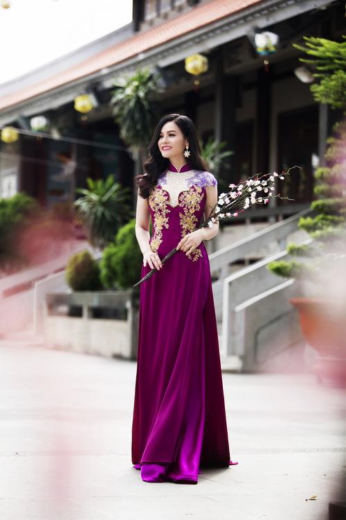 Nhật Kim Anh đẹp rạng rỡ dưới nắng xuân-13