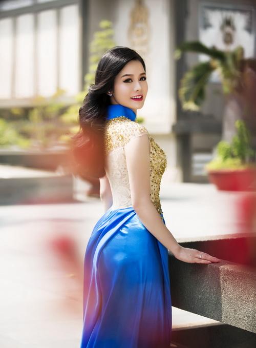 Nhật Kim Anh đẹp rạng rỡ dưới nắng xuân-16