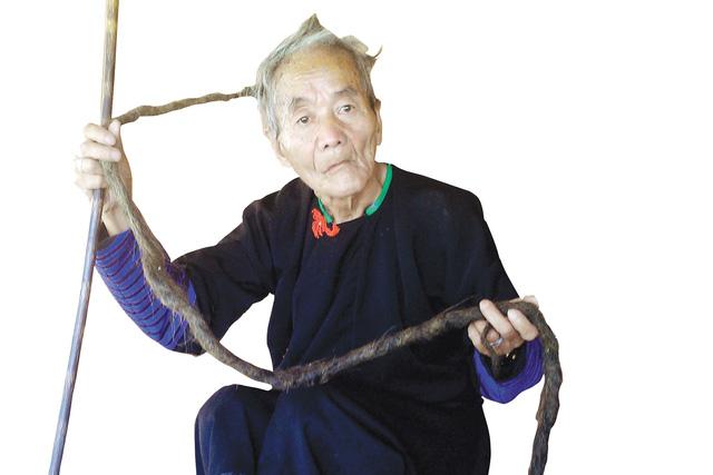 Kì nhân người Mông hơn 70 không cắt tóc vì sợ ốm-1
