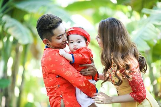 khanh thi - phan hien dua con trai nho du xuan dau nam - 1