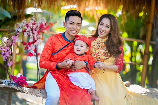 khanh thi - phan hien dua con trai nho du xuan dau nam - 2