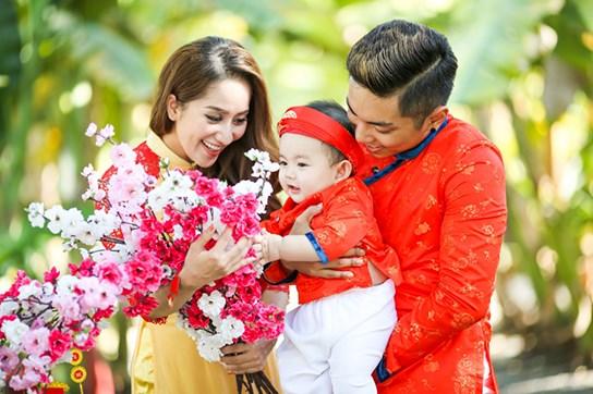 khanh thi - phan hien dua con trai nho du xuan dau nam - 3