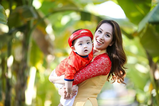 khanh thi - phan hien dua con trai nho du xuan dau nam - 4