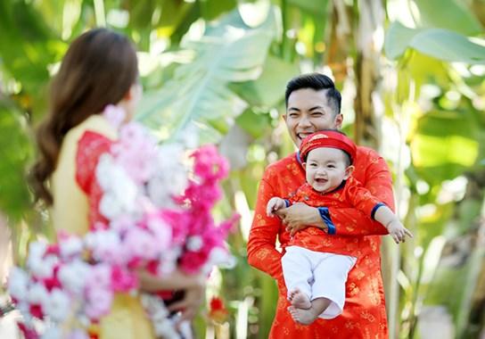 khanh thi - phan hien dua con trai nho du xuan dau nam - 6