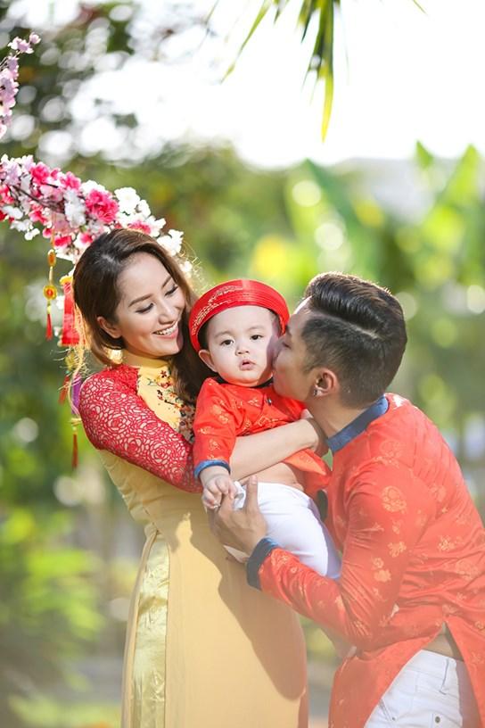 khanh thi - phan hien dua con trai nho du xuan dau nam - 8
