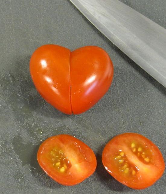 xep ca chua hinh trai tim cho valentine trong 1 phut - 3