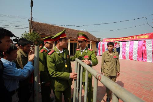 hoi lang nem thuong: khong con canh chem lon o san dinh - 7