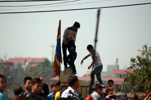 hoi lang nem thuong: khong con canh chem lon o san dinh - 10