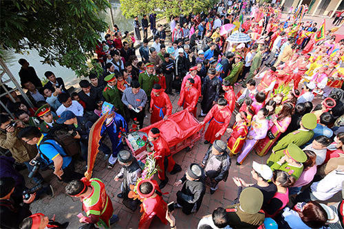 hoi lang nem thuong: khong con canh chem lon o san dinh - 11
