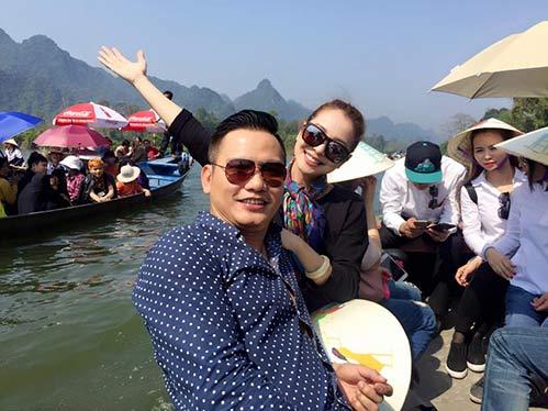 jennifer pham va chong di tray hoi chua huong - 2