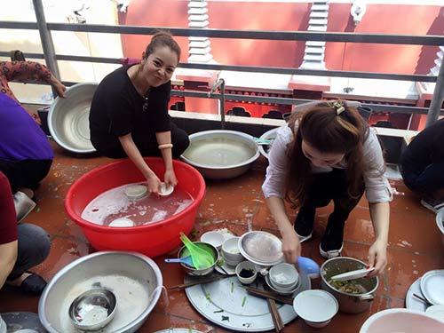 jennifer pham va chong di tray hoi chua huong - 8