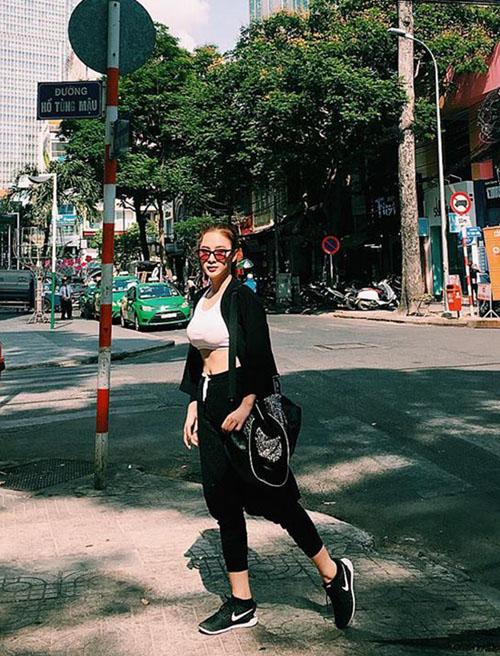 thanh hang tre nai them nguc, chi pu khoe chan thon - 13