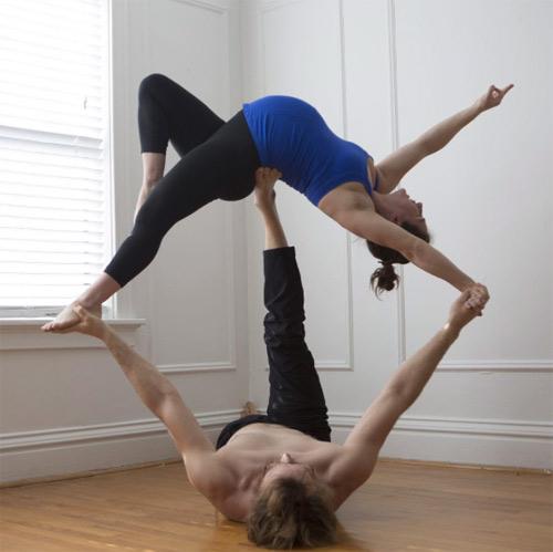 choáng ngọp vói nhũng tu thé yoga của mẹ bàu và chòng - 1