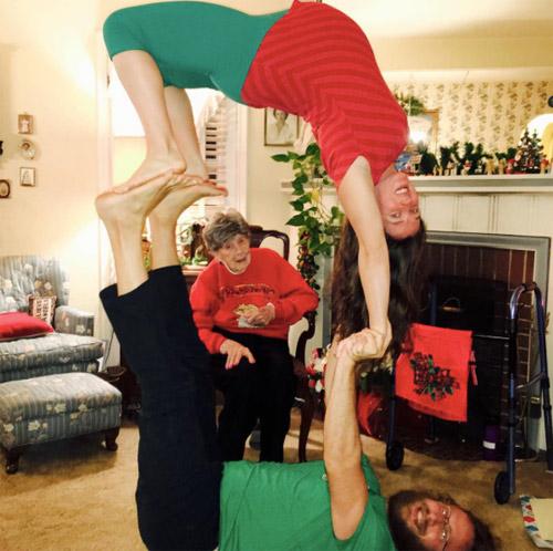 choáng ngọp vói nhũng tu thé yoga của mẹ bàu và chòng - 11