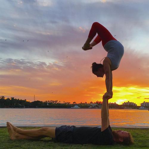 choáng ngọp vói nhũng tu thé yoga của mẹ bàu và chòng - 2