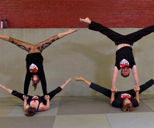 choáng ngọp vói nhũng tu thé yoga của mẹ bàu và chòng - 9