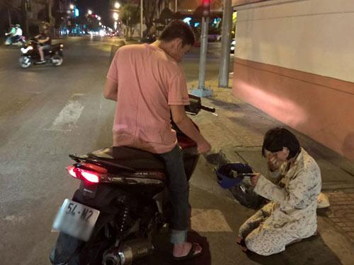tp.hcm van dong nguoi dan khong cho tien nguoi an xin - 1