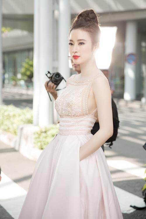 "angela phuong trinh hanh phuc vi khong con bi ""nem da"" - 1"
