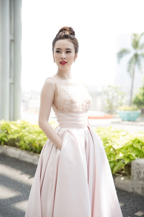 "angela phuong trinh hanh phuc vi khong con bi ""nem da"" - 4"