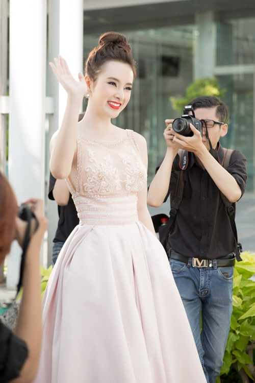 "angela phuong trinh hanh phuc vi khong con bi ""nem da"" - 7"