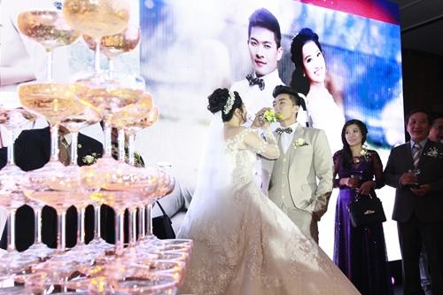"dam cuoi sang trong cua mc hong phuong va ""hoang tu xiec"" quoc co - 9"