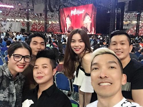ho ngoc ha cuoi rang ro o singapore giua on ao tinh ai - 2