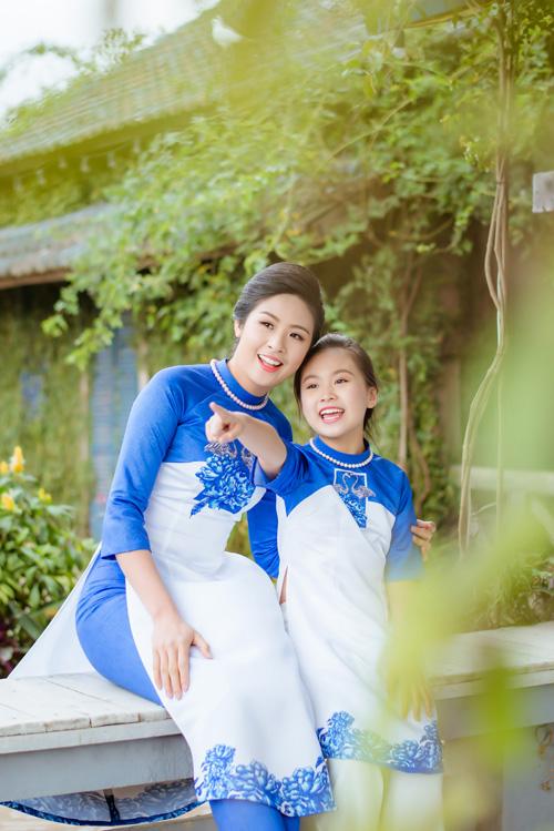 "hoa hau ngoc han dien ao dai doi cung ""con gai nuoi"" - 1"