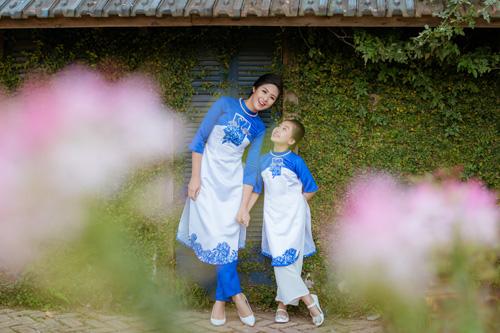 "hoa hau ngoc han dien ao dai doi cung ""con gai nuoi"" - 6"