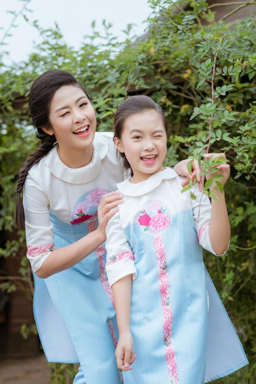 "hoa hau ngoc han dien ao dai doi cung ""con gai nuoi"" - 2"