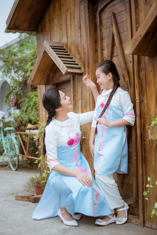 "hoa hau ngoc han dien ao dai doi cung ""con gai nuoi"" - 3"