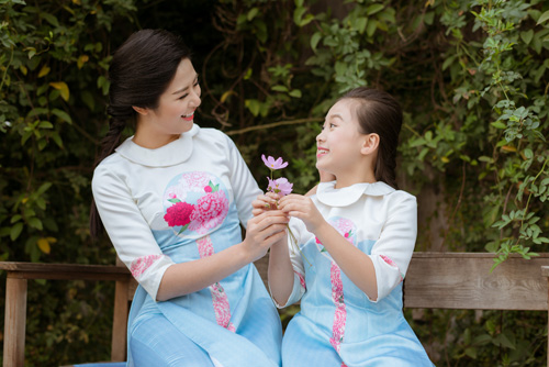 "hoa hau ngoc han dien ao dai doi cung ""con gai nuoi"" - 9"