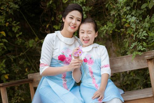 "hoa hau ngoc han dien ao dai doi cung ""con gai nuoi"" - 10"