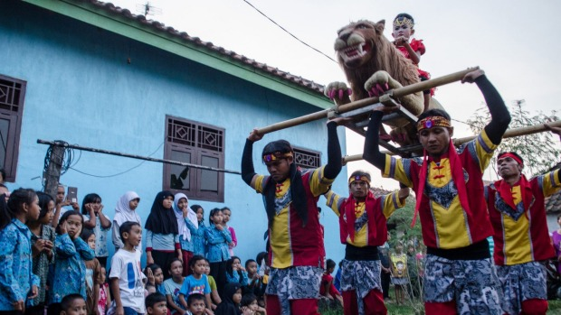 """noi chuyen """"san xuat"""" gai mai dam o indonesia - 4"""