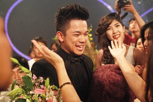 """vietnam idol """"lan banh"""" di tim nguoi ke nhiem trong hieu - 2"""