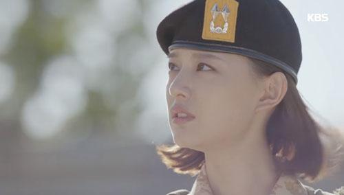 can canh nu hon gay bao cua song joong ki - song hye kyo - 7