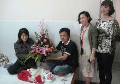 nu hanh khach sinh ha be trai 2,7 kg tren may bay jestar - 1
