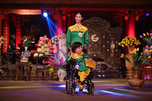 ngoc han trinh dien ao dai cung nguoi khuyet tat - 1