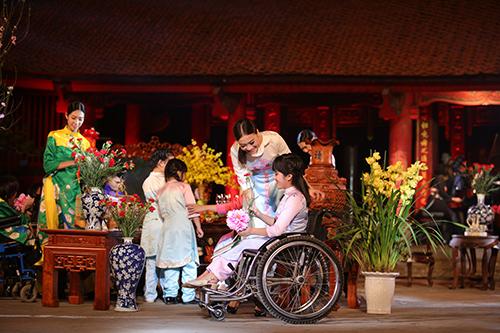 ngoc han trinh dien ao dai cung nguoi khuyet tat - 9