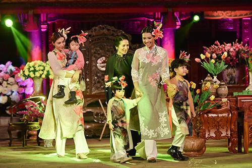 ngoc han trinh dien ao dai cung nguoi khuyet tat - 11