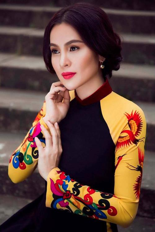a hau phuong le sang trong voi ao dai 8-3 - 4