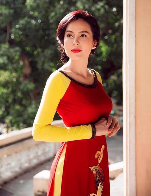 a hau phuong le sang trong voi ao dai 8-3 - 8
