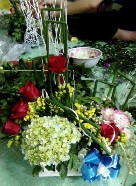 sinh vien kiem them thu nhap nho ban hoa ngay 8/3 - 8